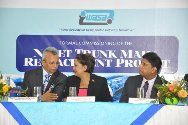 Caption: Chief Executive Officer of the Water and Sewerage Authority (WASA) Ganga Singh in a discussion with Prime Minister Kamla Persad-Bissessar. At right is WASA Chairman, Indar Maharaj.